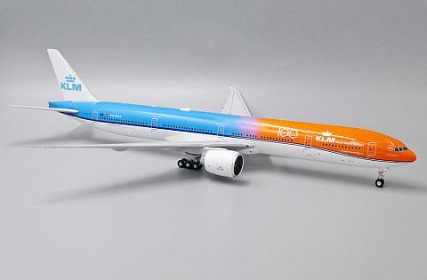 "Boeing 777-300ER ""Orange Pride 100"""